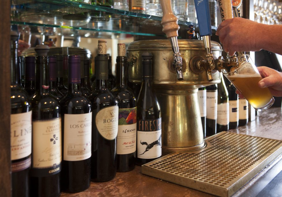 Cocktails-Wine-Craft-Beers-at-Sams-Ludlow-VT-1024x683